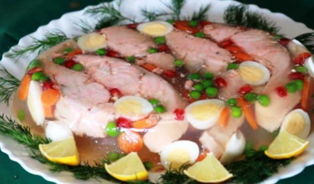 Заливное на Новый год 2021: рецепты простые и вкусные
